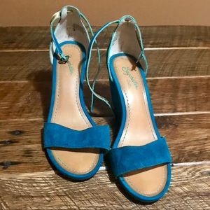 Awesome teal blue wedge sandals 💙💚💙